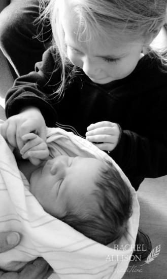 birth-photography-phone2bw